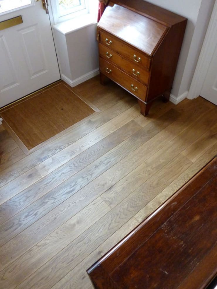 Cambridge - Chateau Smoked:  Corridor, hallway & stairs by Fine Oak Flooring Ltd.