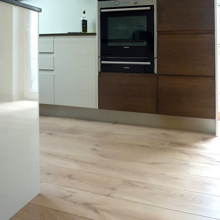 BEDFORDSHIRE - CHATEAU VANILLA:  Walls & flooring by Fine Oak Flooring Ltd.