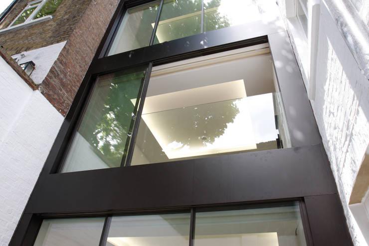 Chester Street:  Corridor & hallway by IQ Glass UK
