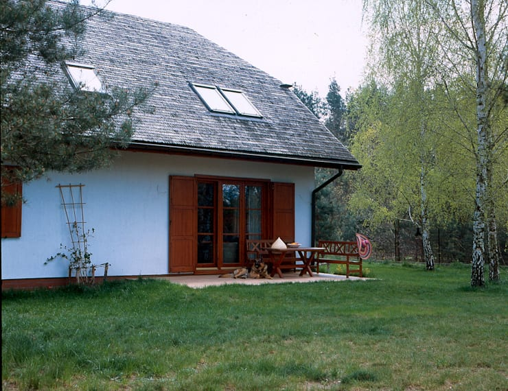 Dom w Hornówku (dom własny): styl , w kategorii Taras zaprojektowany przez BM-Architekci