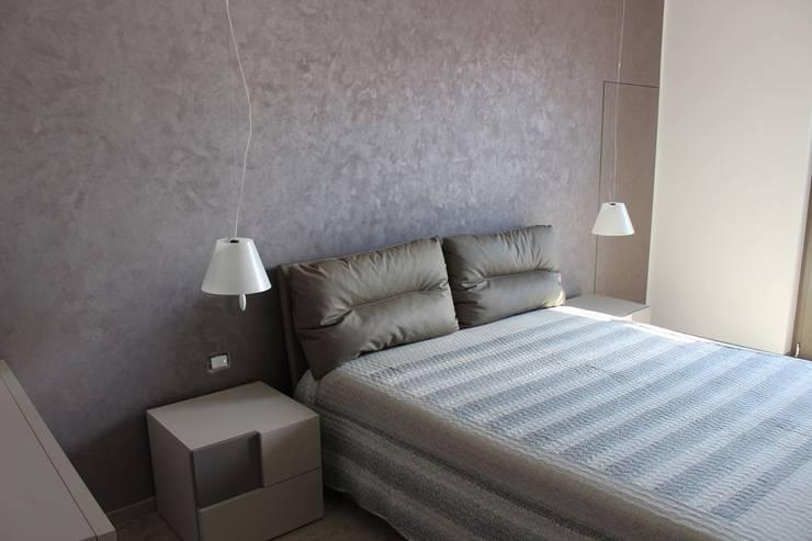 CASA VT: Camera da letto in stile  di Daniele Spirito Architetto