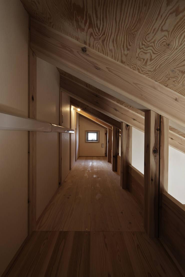 西宮北口の家: 福田建築工房が手掛けた廊下 & 玄関です。