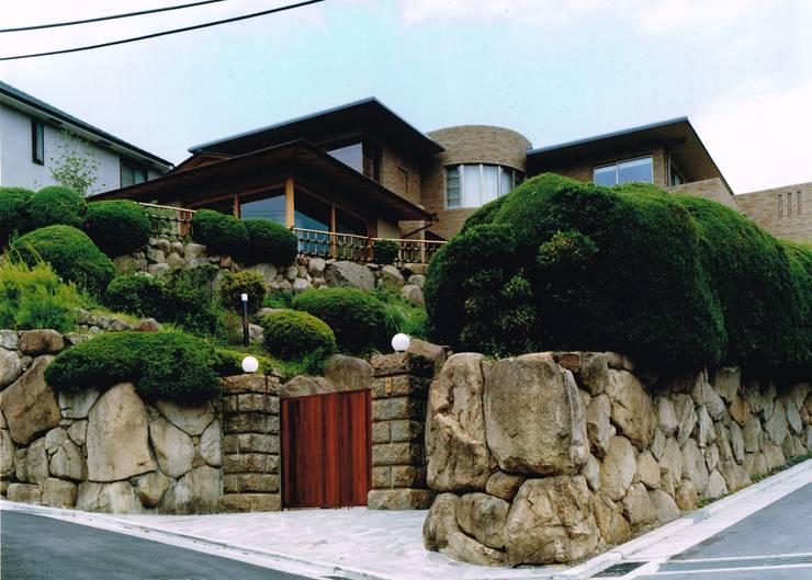 Moderne Häuser von アトリエ空一級建築士事務所 Modern