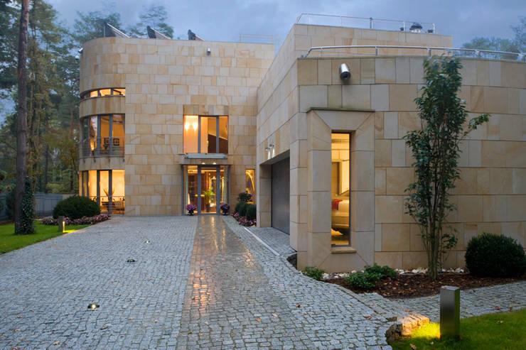 Houses by Zbigniew Tomaszczyk i Irena Lipiec Decorum Architekci Spzoo