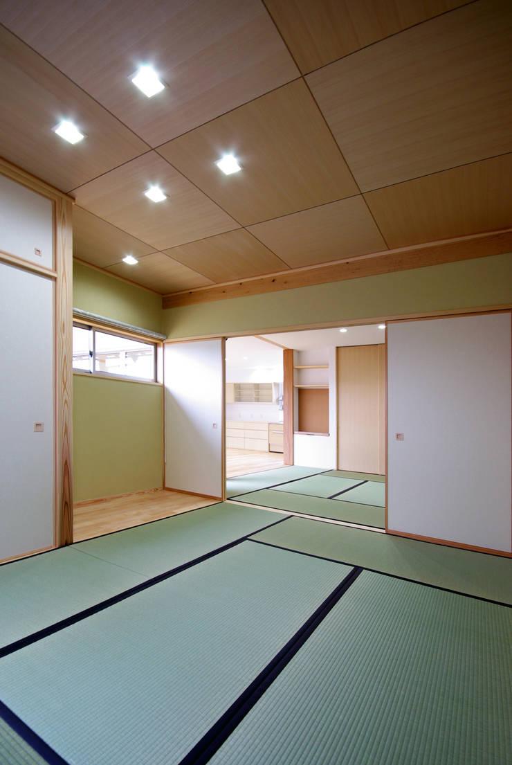 柳川の家: アトリエ イデ 一級建築士事務所が手掛けた和室です。,
