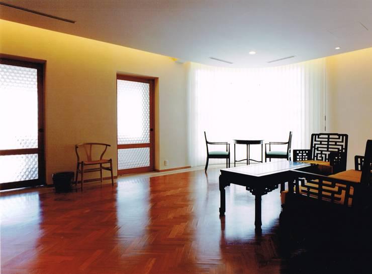 Modern living room by アトリエ空一級建築士事務所 Modern