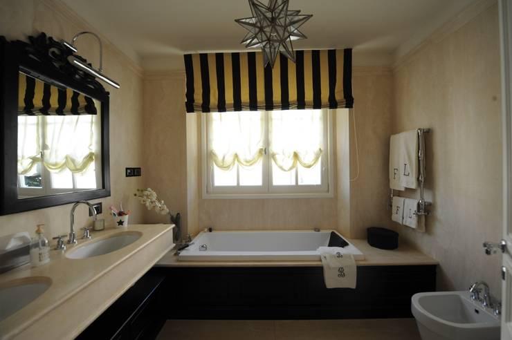 Casas de banho  por archbcstudio