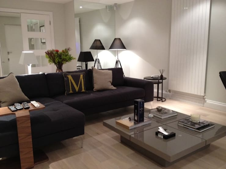 SOHO HOUSE:  Living room by Esra Kazmirci Mimarlik