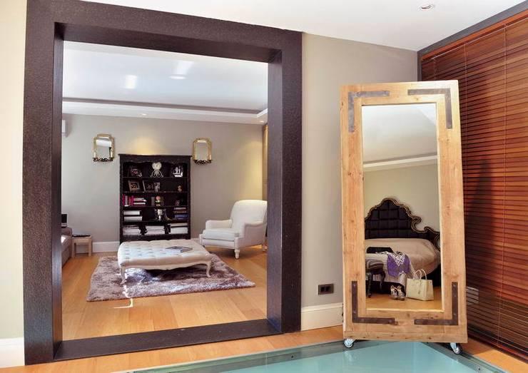 EB HOUSE SAKLIKORU:  Bedroom by Esra Kazmirci Mimarlik