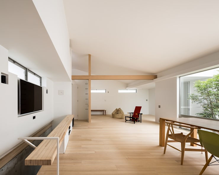 Salas de estar modernas por Kenji Yanagawa Architect and Associates