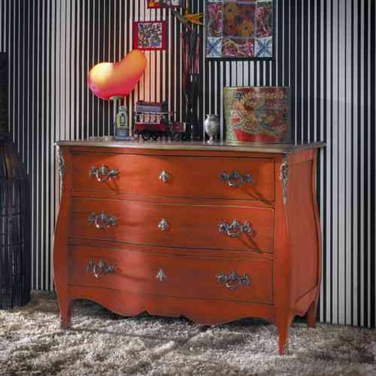 COMODA PROVENZAL VINTAGE MARSELLA CON 3 CAJONES: Dormitorios de estilo  de Demarques.es