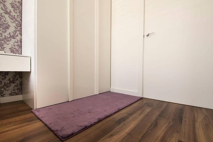Vivienda Salou- Tarragona: Vestidores de estilo  de Blank Interiors