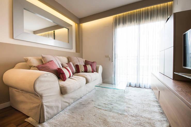 Vivienda Salou- Tarragona: Salones de estilo  de Blank Interiors