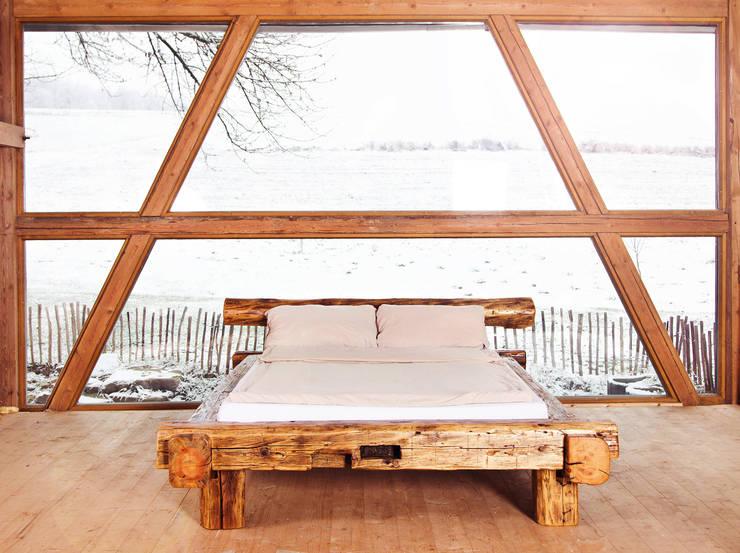 Balken Bett:  Schlafzimmer von edictum - UNIKAT MOBILIAR