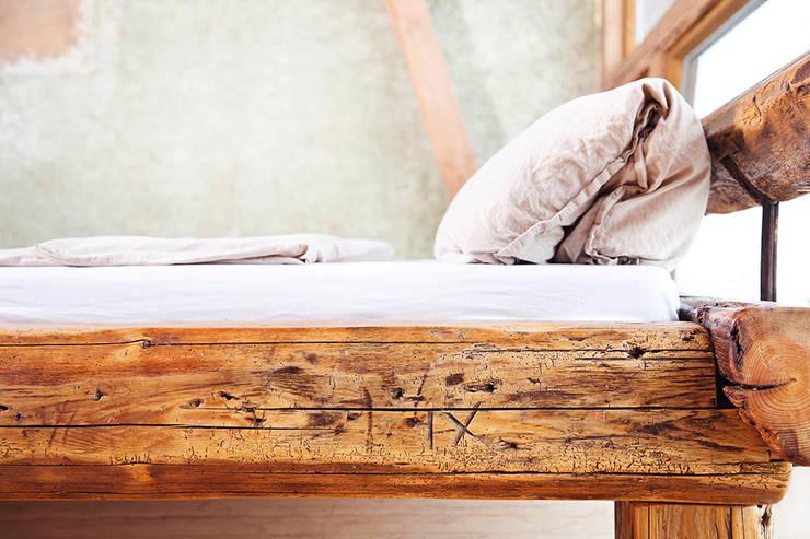Balken Bett:   von edictum - UNIKAT MOBILIAR,Rustikal