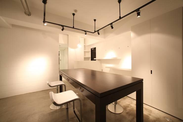 モダンな店舗スペース内観: TERAJIMA ARCHITECTSが手掛けた商業空間です。
