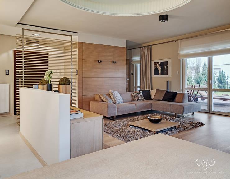 Mieszkanie  w Łodzi: styl , w kategorii Salon zaprojektowany przez Marzec Studio,Minimalistyczny