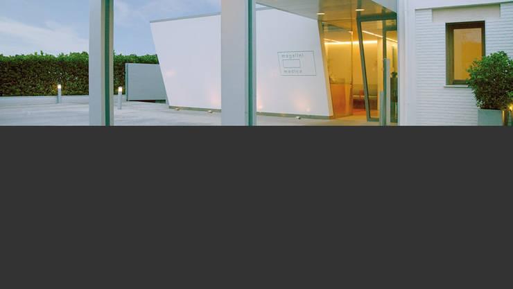 Magalini Medica 2001: Cliniche in stile  di TIBERIO CERATO