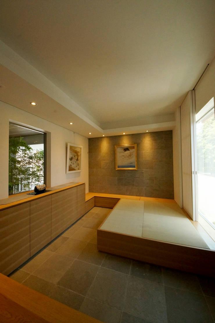 ギャラリースペース: TERAJIMA ARCHITECTSが手掛けた書斎です。,