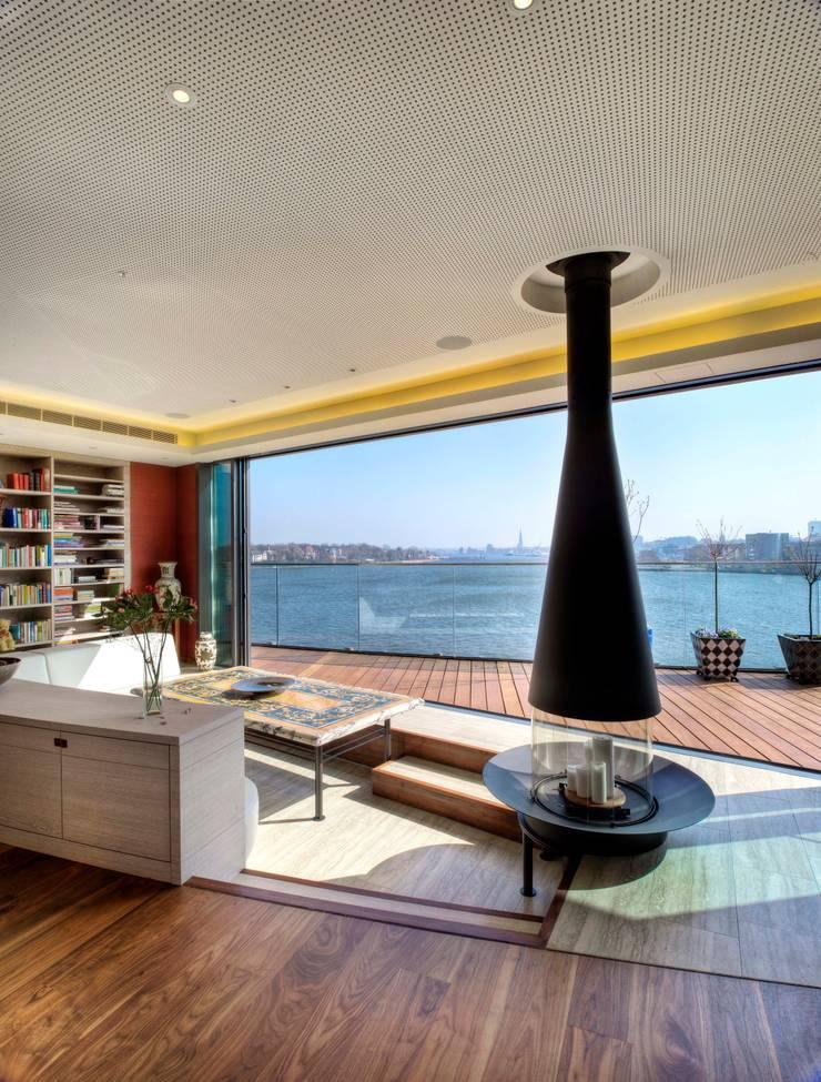 Penthouse im Stadthafen:  Wohnzimmer von  baustudio kastl