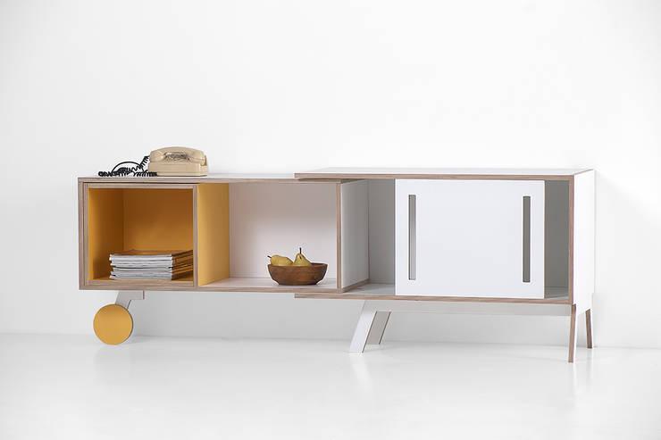 CLAVIO: Camera da letto in stile in stile Minimalista di GRADOSEI