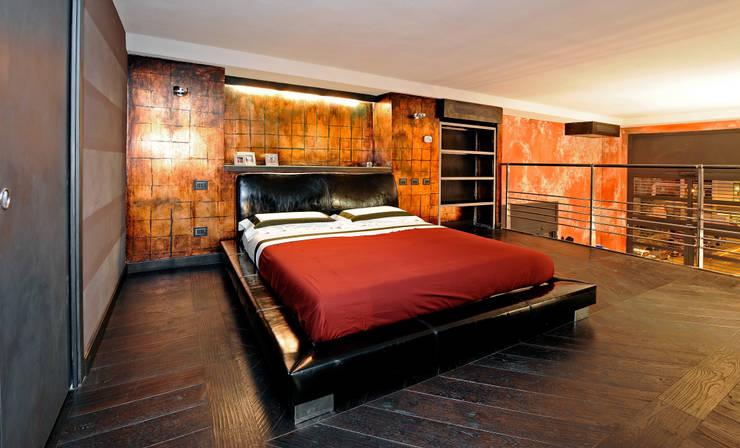 Italian Loft: Camera da letto in stile  di vemworks