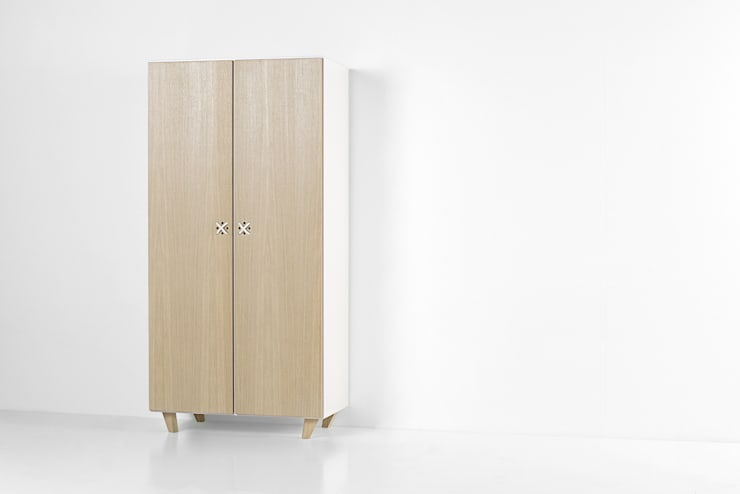 NODO armadio: Camera da letto in stile  di Andrea Brugnera Design