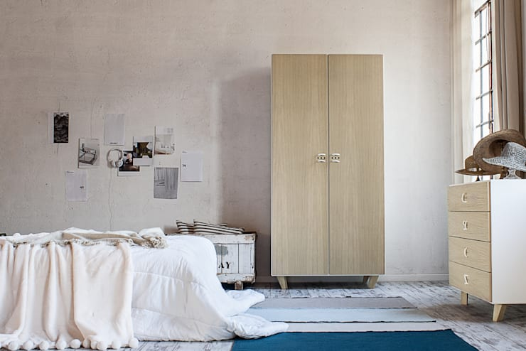 NODO armadio: Camera da letto in stile in stile Scandinavo di Andrea Brugnera Design