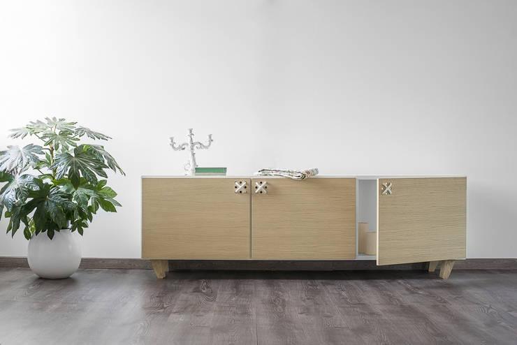 NODO buffet: Soggiorno in stile  di Andrea Brugnera Design