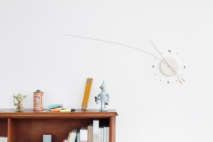 Lithe Clock:  Living room by Studio Ve
