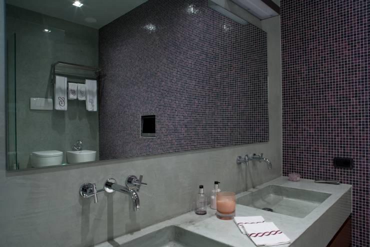 Banheiros modernos por archbcstudio