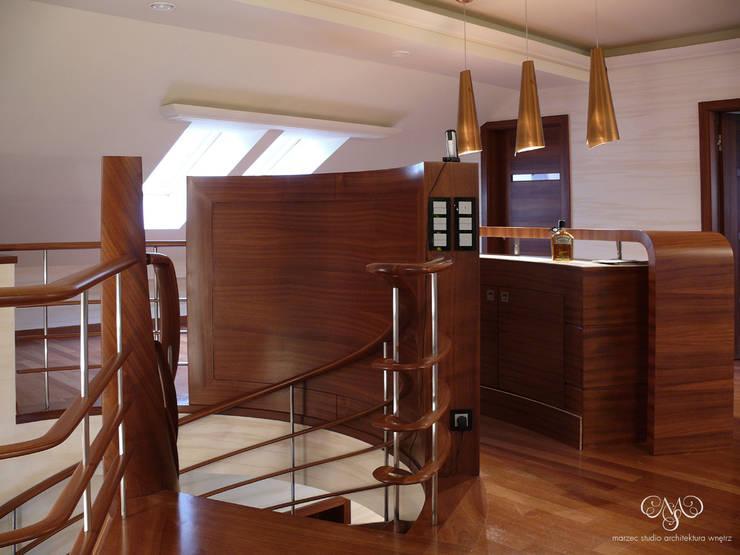 Rezydencja pod Łodzią: styl , w kategorii Domowe biuro i gabinet zaprojektowany przez Marzec Studio