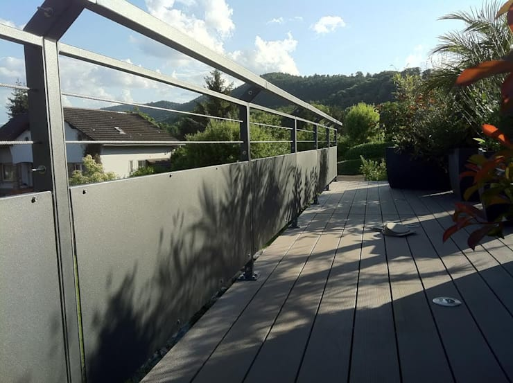 Garde-corps: Balcon, Veranda & Terrasse de style  par Palmarini Mobilier Acier