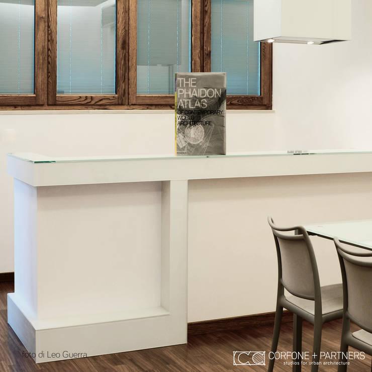 CASA I7: Cucina in stile  di CORFONE + PARTNERS studios for urban architecture