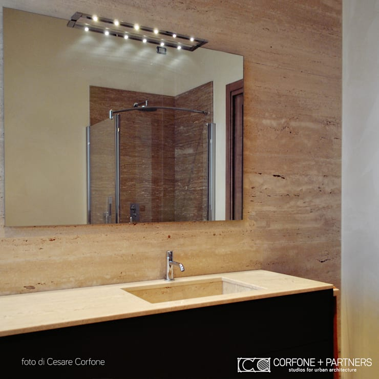 CASA M09: Bagno in stile in stile Moderno di CORFONE + PARTNERS studios for urban architecture