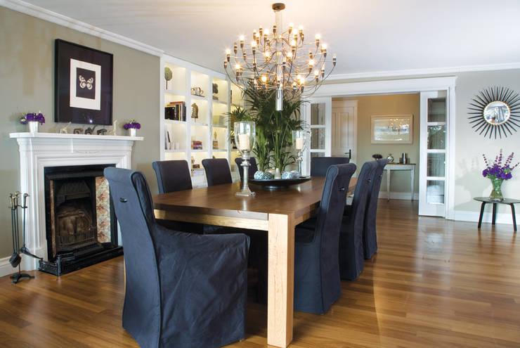 AK HOUSE:  Dining room by Esra Kazmirci Mimarlik
