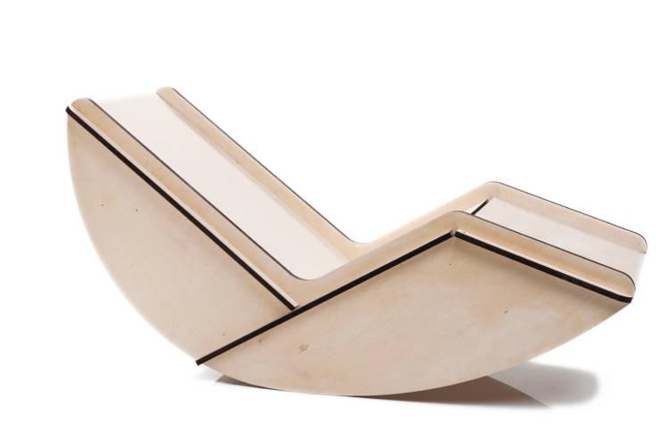 chaise longue a dondolo: Soggiorno in stile  di MARIO PAGLIARO DESIGN