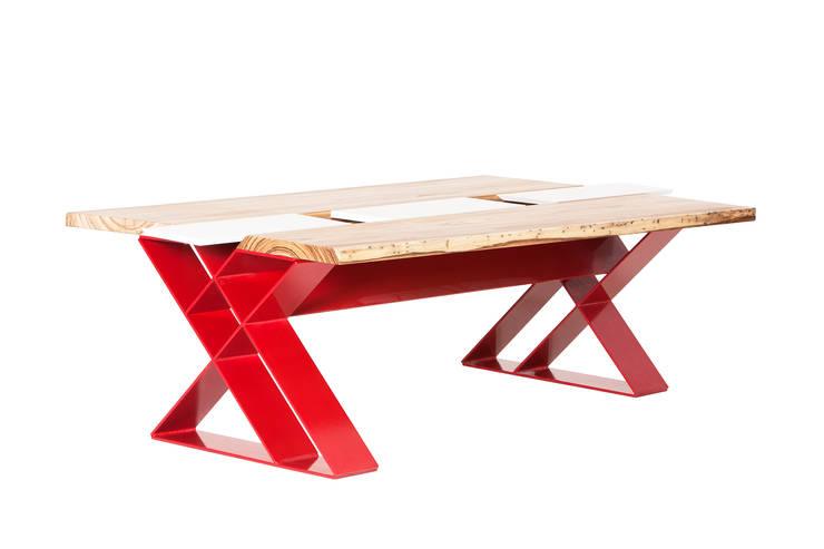 tavolo al quadrato: Cucina in stile  di MARIO PAGLIARO DESIGN