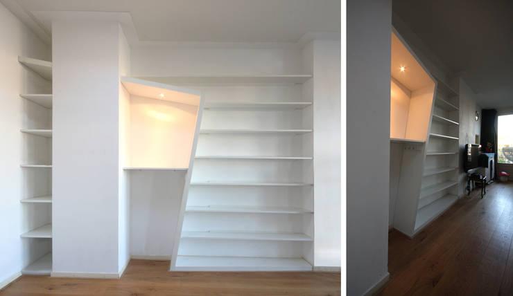 lege kast: modern  door Obliq Architectuur, Modern