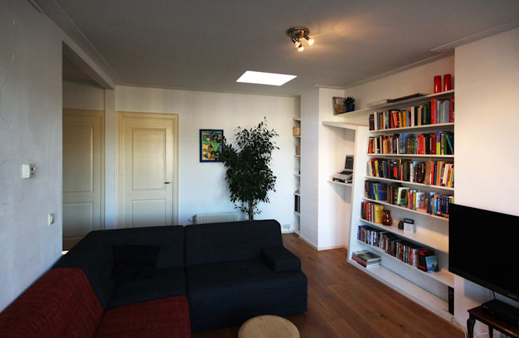 zicht vanuit de woonkamer: modern  door Obliq Architectuur, Modern