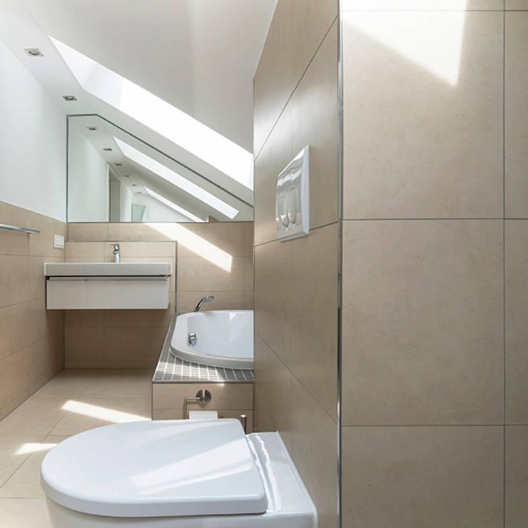 EFH mit Anliegerwohnung Wiesbaden: Badezimmer OG:   von WIDENKA Design Ingenieure
