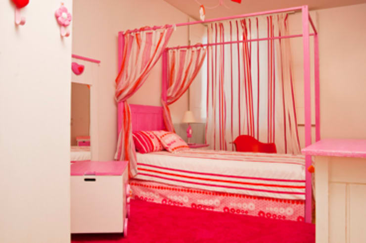 Nursery/kid's room by adoroaminhacasa