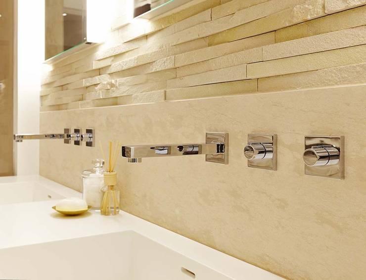 Ванные комнаты в . Автор – Residence Interior Design Ltd, Модерн