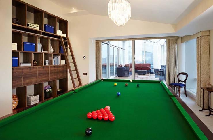 Гостиная в . Автор – Residence Interior Design Ltd, Модерн