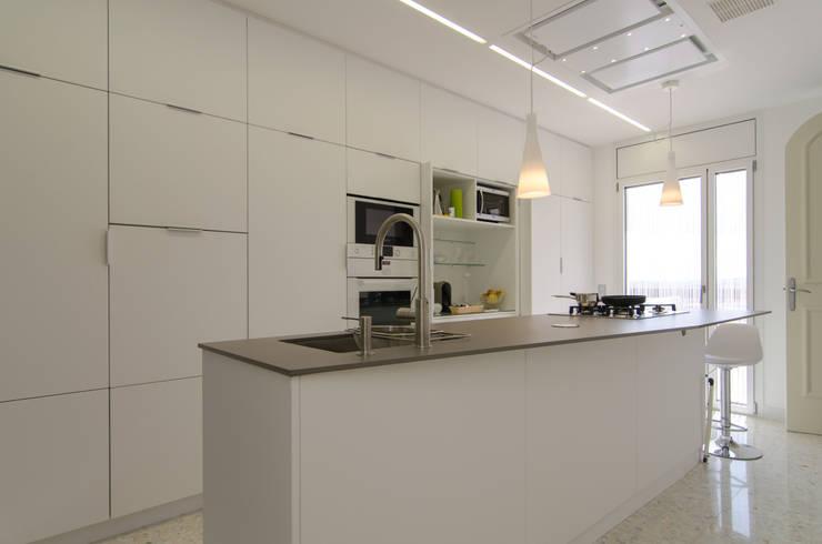 Cozinhas modernas por Trestrastos