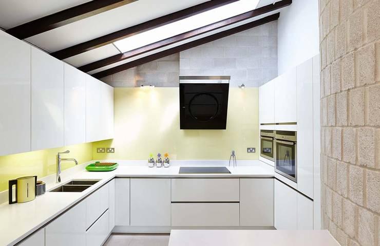 Modern House Interior Design, Cambridgeshire:  Houses by Residence Interior Design Ltd