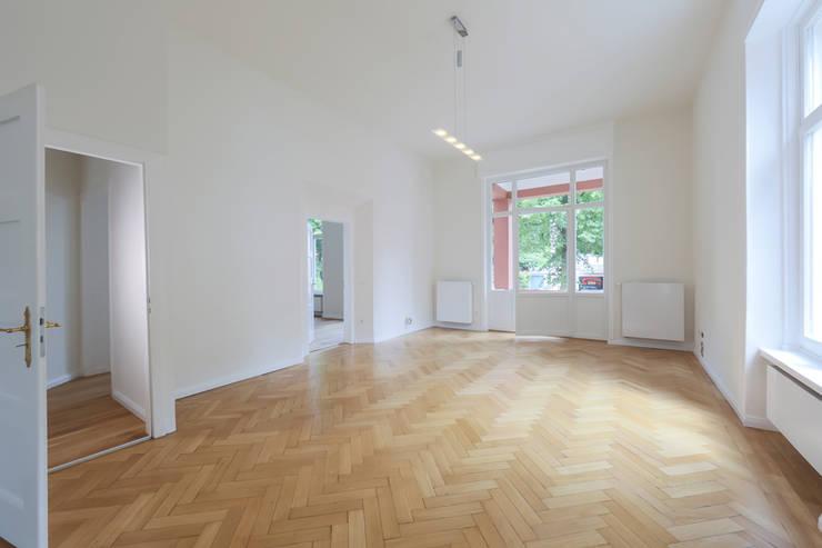 Das Erdgeschoss: moderne Arbeitszimmer von Wohnwert Innenarchitektur