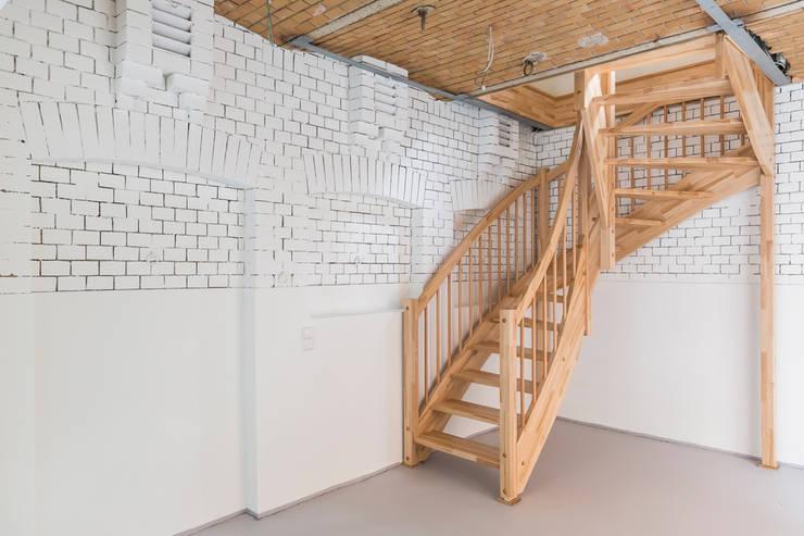 Das Kutscherhaus: moderne Garage & Schuppen von Wohnwert Innenarchitektur