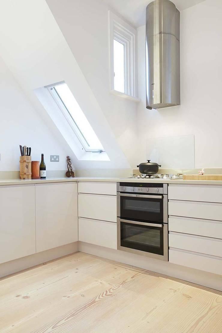 Кухни в . Автор – Residence Interior Design Ltd, Скандинавский