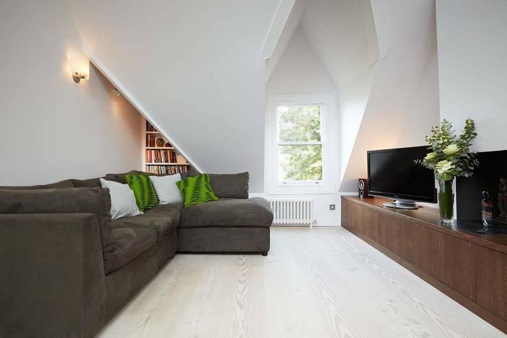Гостиная в . Автор – Residence Interior Design Ltd, Скандинавский
